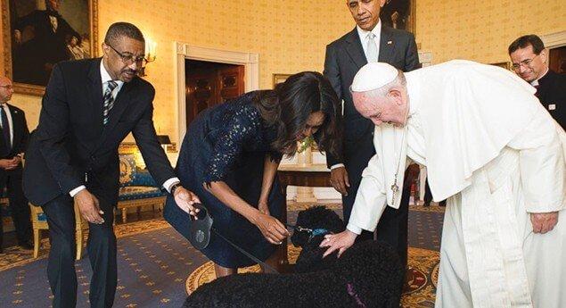 Papst Franziskus segnet die Fellnase