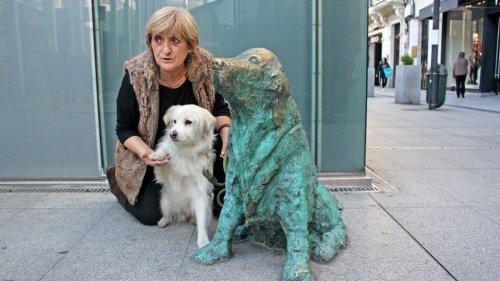 Monument für Straßenhunde in Galicien