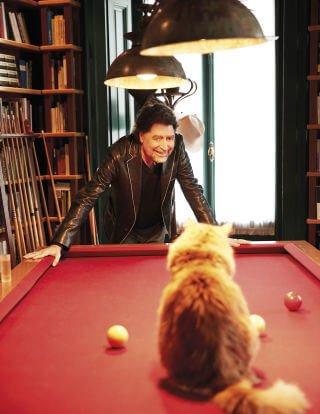 Sabina liebt seine Katzen