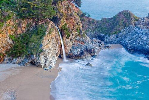 Lange Spaziergänge an der kalifornischen Küste