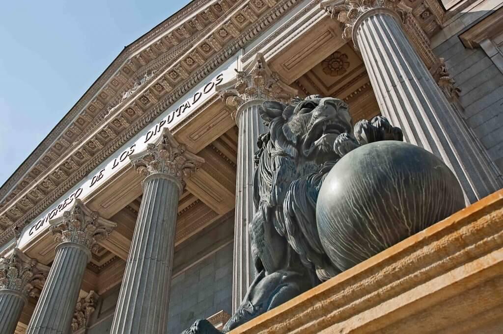 Der Spanische Löwe im Parlament