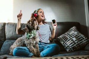 Radio für Hund, Katze und Co.: Sollte ich es anlassen, wenn ich ausgehe?